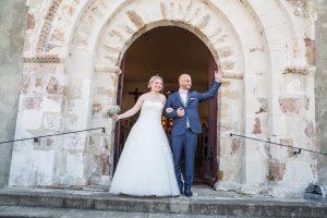 Sortie d'église mariage Photographe de mariage à Saint Gilles croix de vie en Vendée
