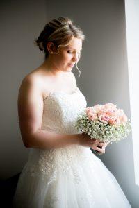 photo bouquet de la mariée photographe de mariage saint gilles croix de vie en vendée