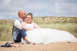 photo de mariage sur la plage cgregphoto photographe de mariage saintgilles croix de vie