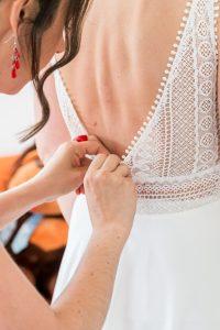 photo habillage de la mariée cgregphoto photographe de mariage en vendée