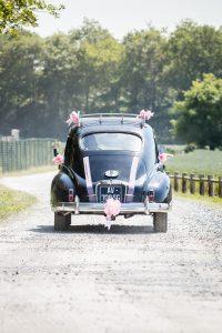 vieille voiture de mariage photographe de mariage en vendée