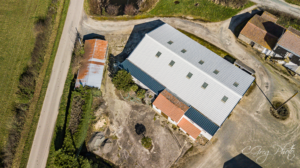 photo de drone d'une nouvelle toiture à 50m d'altitude