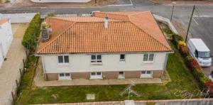 photo du drone de la façade arrière photo à 18 mètres de haut