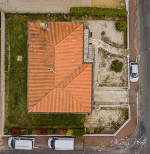 vu du ciel à 43 mètres de hauteur vu sur la toiture de la maison