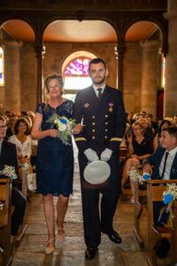 entrée église mariage en bretagne